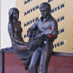 """Russia, Yekaterinburg. Sculptures of Vladimir Vysotsky and Marina Vladi at the business centre """"Antey"""""""