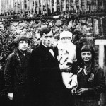 Family after the birth of her son George, Vsenory 1925