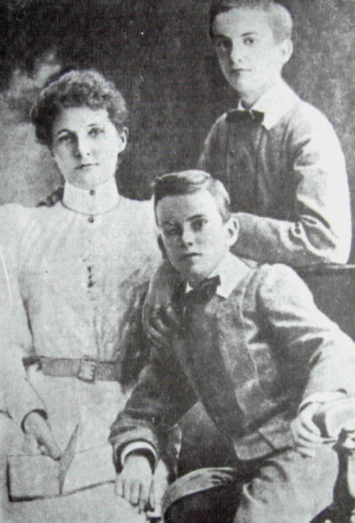 Margaret Miklouho - Maclay with sons Alexander and Vladimir