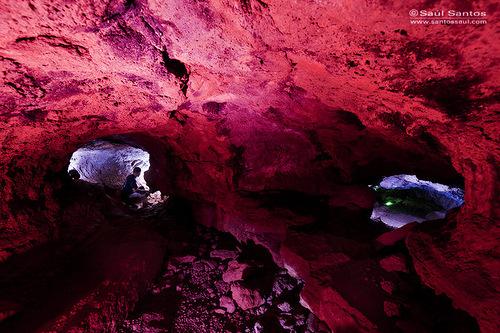 Tubo volcanico iluminado con luces artificiales. Isla de La Palma, Canarias. Spain