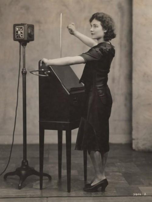 Alexandra Stepanoff was Léon Théremin's first theremin student in the United States