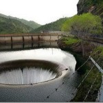 A large man-made hole is located in Northern California, USA. But it is not just a hole. Drain hole in the tank of Monticello Dam - the largest spillway in the world