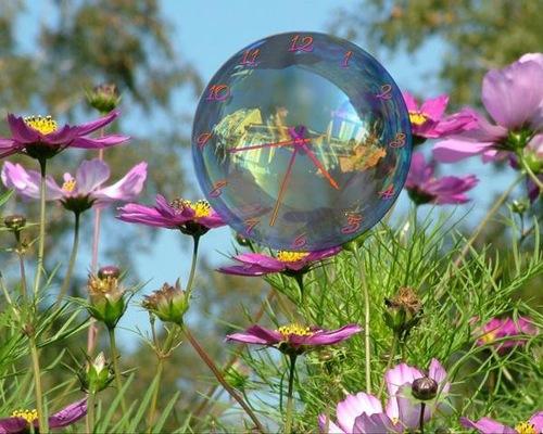 Soap bubble clock