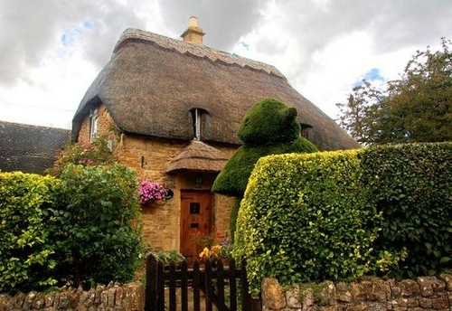 Beautiful Thatched House in England
