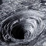 The world's largest open pit diamond mining.