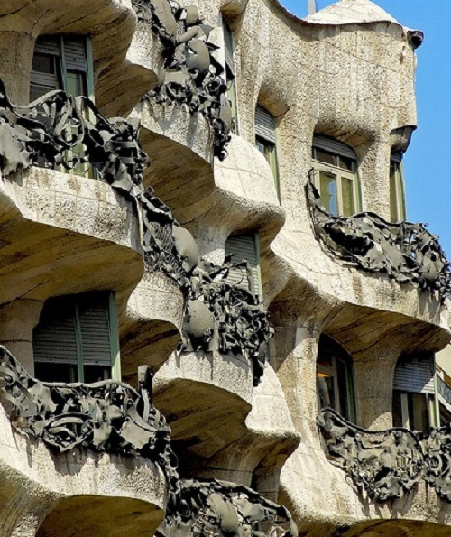 Casa Mila: Beauty Will Save, Viola, Beauty In Everything