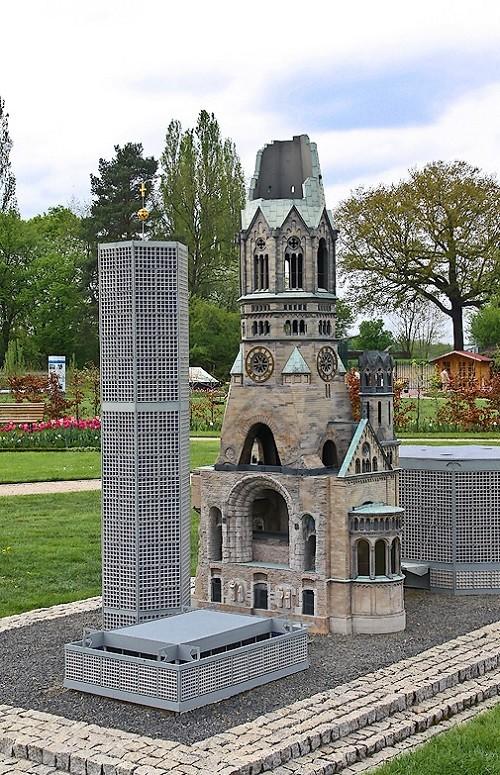 Kaiser Wilhelm Memorial Church (in German. Kaiser-Wilhelm-Gedächtniskirche)