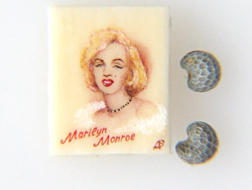 Marilyn Monroe. Paintings on poppy seeds by Valery Dvoryanov