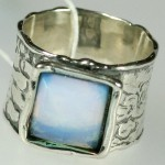 The stone brings prosperity and happiness to Cancers and Pisces. Moonstone