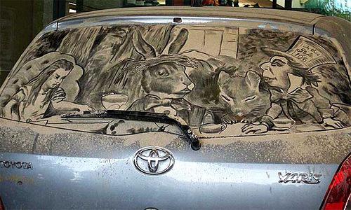 drawings on dirty rear car windows