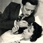 """Salvador Dalí, painting """"Medusa sleep"""" on the forehead of Gala. 1945"""