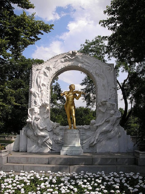 Monument to Johann Strauss (Sohn) at the Stadtpark in Vienna
