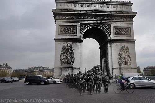 Paris, 1940. German soldiers marching at the Arc de Triomphe - Paris, 2010