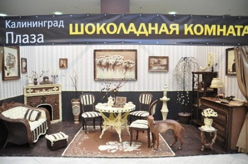 Russian sculptor Elena Climent carved this beautiful furnished room out of 420 kilograms of dark, milk and white chocolate