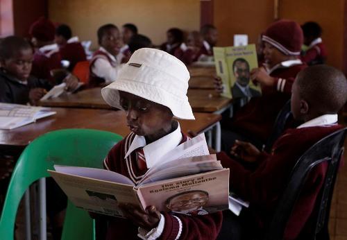 Ontlametse Phalatse reads to the class