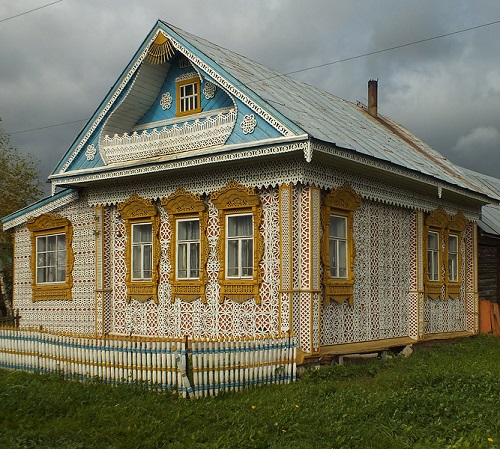 Wood lace country house by Russian wood carver Konstantin Muratov