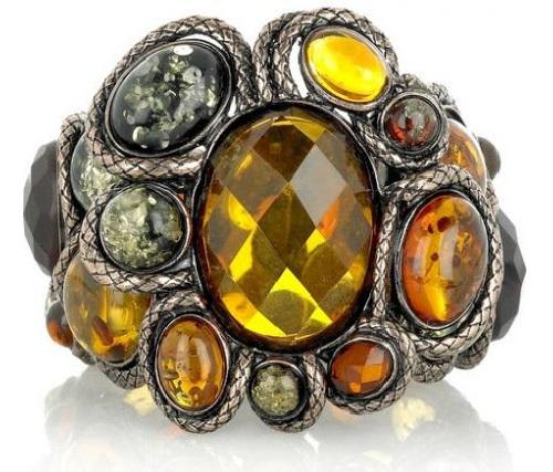 Amber jewelry piece