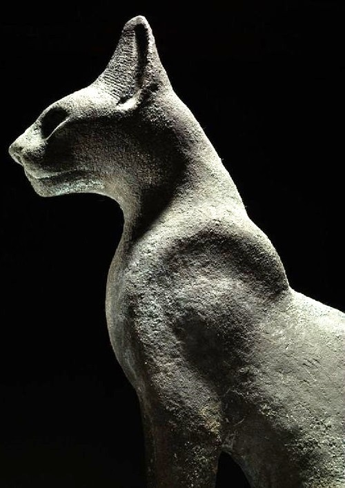 Ancient Egyptian cat statue, XXVI Dynasty approx. 664 - 525 BC