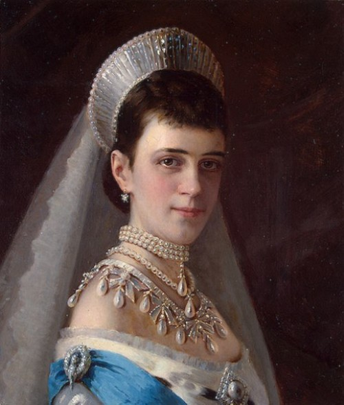 Artist Kramskoi - Portrait of Empress Maria Fyodorovna in a Head Dress Decorated with Pearls