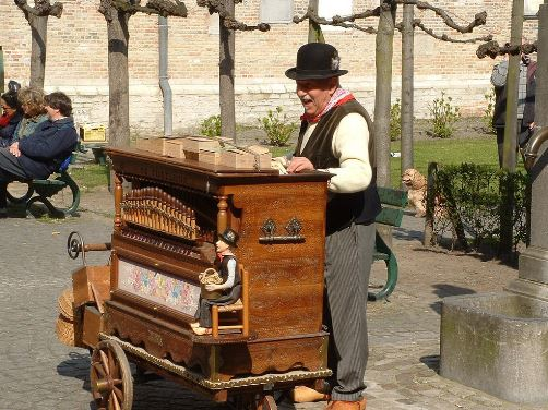 Barrel organ player in England