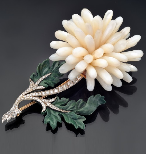 Brooch in gold with diamonds, jasper and mother of pearl