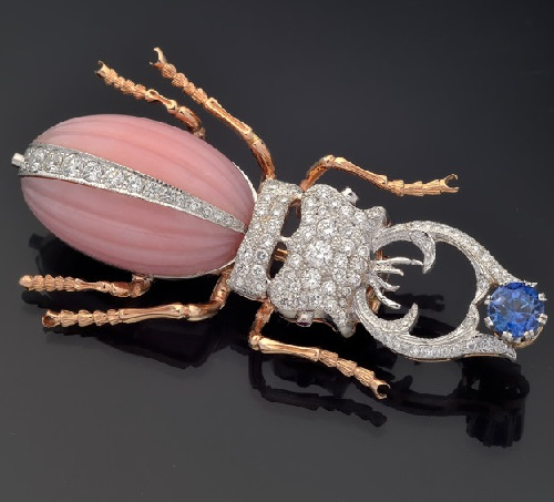 Brooch of gold with pink opal, sapphire and diamonds