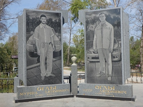 Tombstones of Russian criminal authorities (Brothers Ogly)