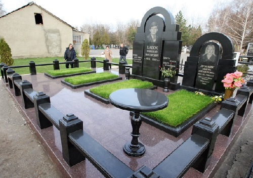 Tombstone of Russian criminal authorities (Clan of Tsapok)