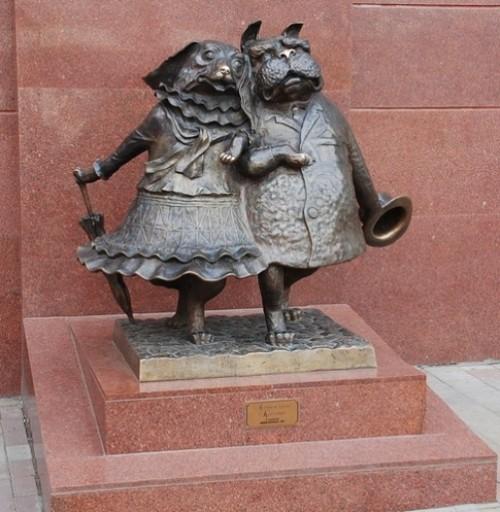 funny monuments in Russia. Dogs Lovers (Krasnodar)