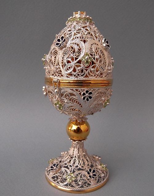 Easter egg souvenir. Silver, gilding, enamel, stones - citrine, chrysolite, grenades