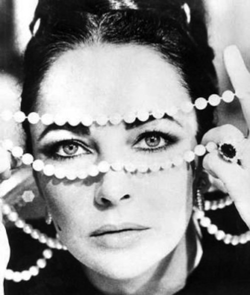 Elizabeth Taylor with pearls