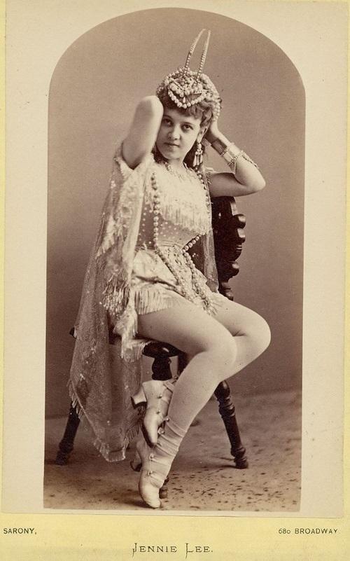Exotic dancer Jennie Lee as Sarony