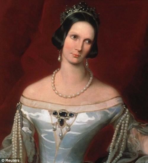 Female portrait most famous pearls