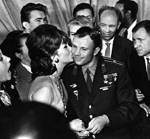 Gagarin meets Gina Lollobrigida at the Moscow Film Festival