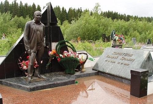 Tombstone of Russian criminal authority Valery Kuzmich Korshunov