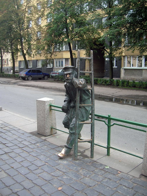 funny monuments in Russia