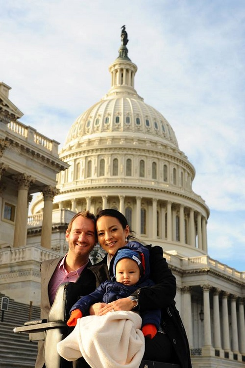 Nick Vujicic with his wife and son in Washington D.C.