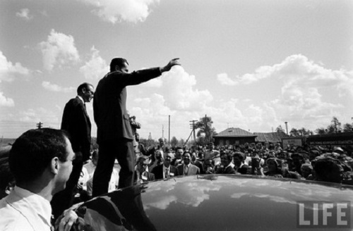 Nixon once even climbed on the hood of ZIM limousine to greet Siberians - well, just like Lenin