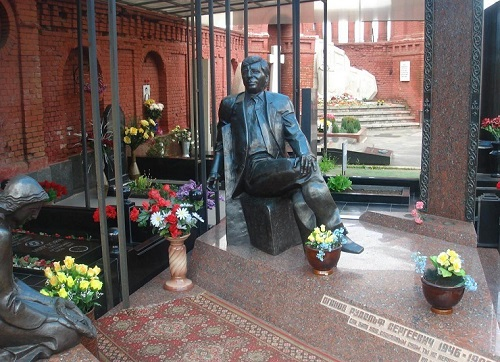 Tombstone of Russian criminal authority Rudolf Sergeevich Oganov
