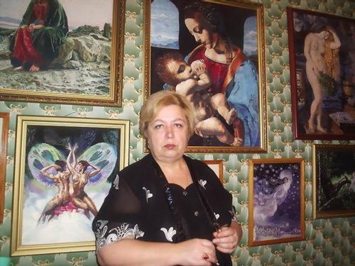 Russian craftswoman embroiderer Galina Porokhnya