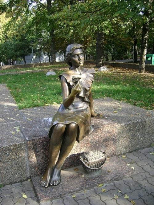 Saleswoman violets (Rostov-on-Don)