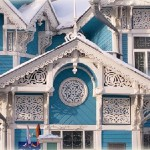 In addition to being beautiful, each house is unique in its architecture and lace decorations made of wood. Houses in the Siberian city of Tomsk