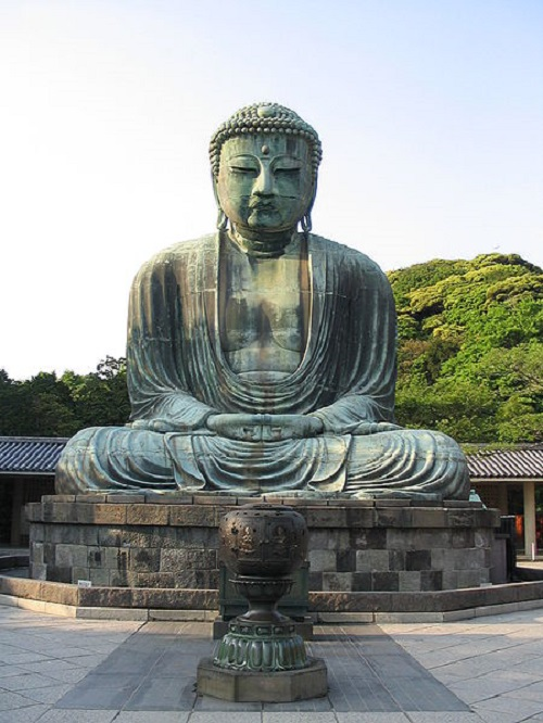 bronze statue of Amida Buddha, which stands on the grounds of Kotokuin Temple
