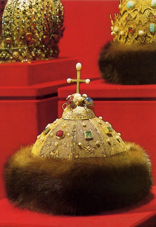 most famous pearls. The Russian tsar cap - Monomakh