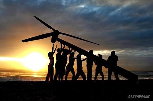 Greenpeace is 40. Raising a Wind Turbine in Durban
