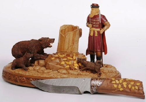 Russian woodcarver Alexander Borzov