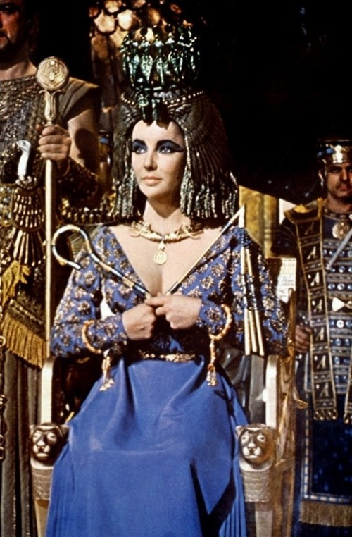 gold cape worn by Elizabeth Taylor