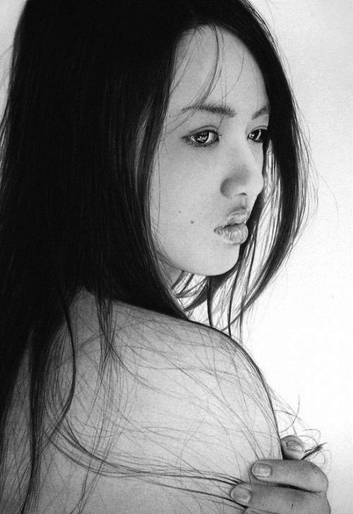 Ken Lee's women portraits drawn with pencil