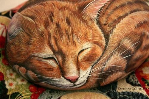 Animals painted on stone. Italian artist Ernestina Gallina