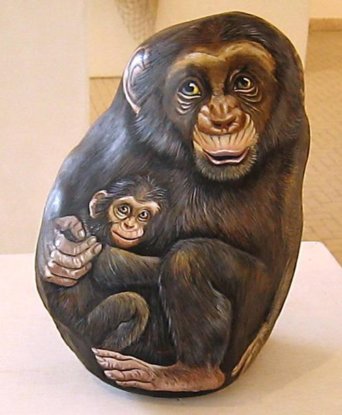 Animals painted on stone. Italian artist Ernestina Gallina